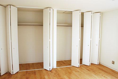 新築で収納の多い間取りにしたら収納の中に壁があった