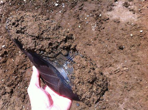 靴裏に付く粘土質の土