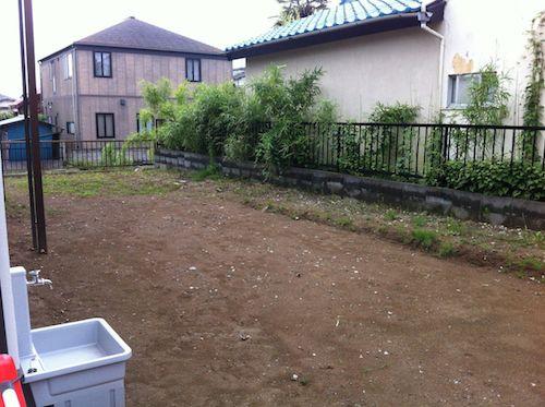 暗渠排水工事前の庭