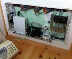 情報分電盤にONU,ホームルーターを設置