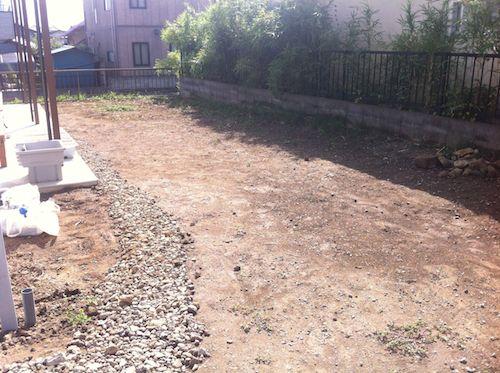 土の入れ替え工事前の庭