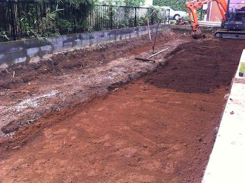 土の入れ替え工事の途中経過