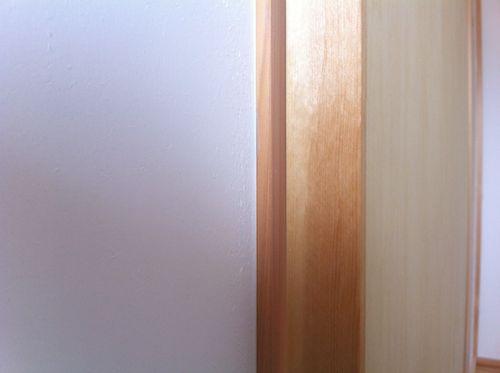 引き戸の隙間(シール貼付け前)