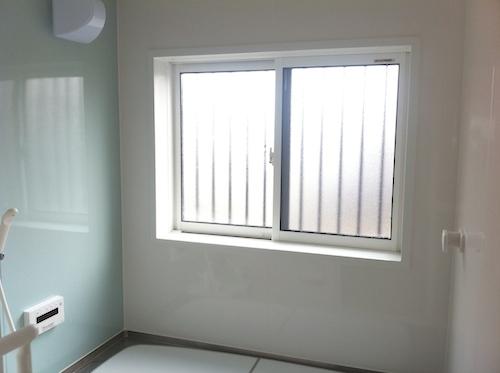 浴室の窓が断熱ペアガラスでも寒いときにDIYでできる対策