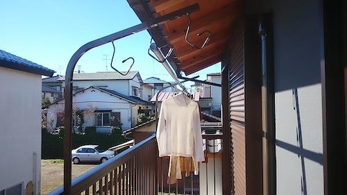 DIYで屋外のベランダに一人で取付けられる物干し台を購入