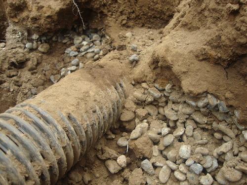 暗渠排水のパイプ