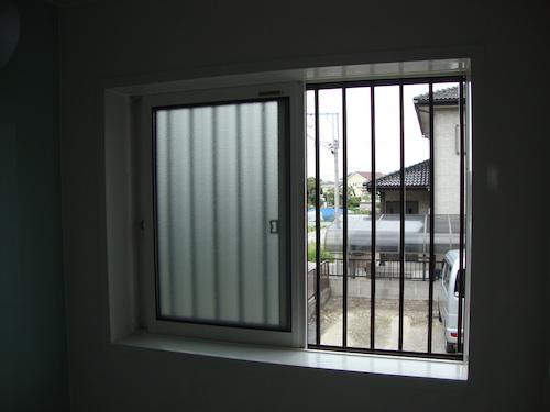 浴室窓(マドミラン貼付け前)