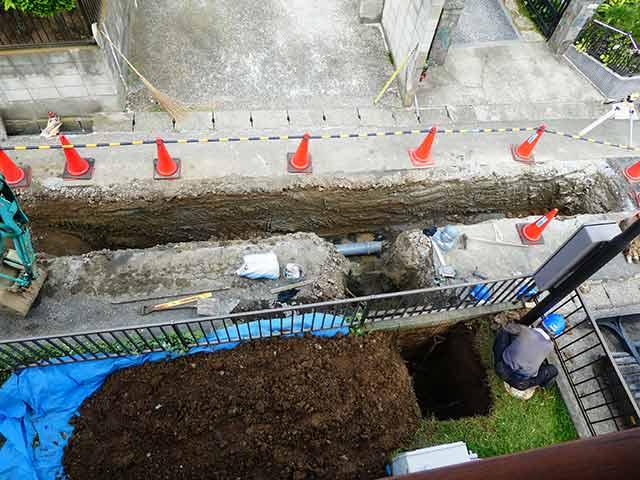 下水道本管の道路への設置工事で水道トラブル・補修工事が発生