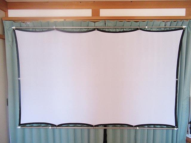 カーテンレールにスクリーンを引っ掛ける