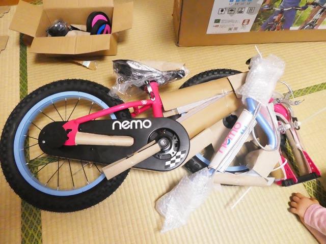 自転車を箱から出す