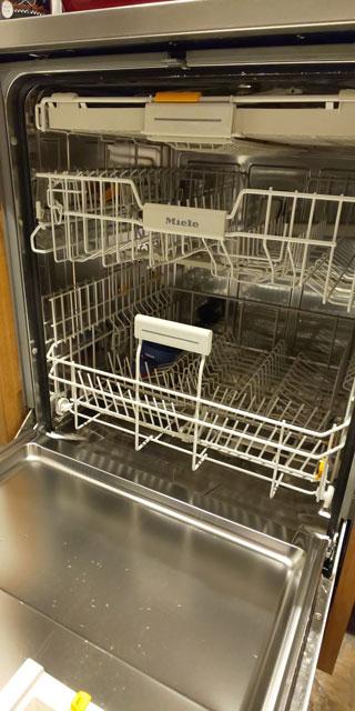 食洗機の内側