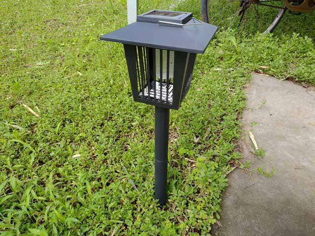 庭の蚊を退治したくて買ったガーデンライトの殺虫効果はイマイチ