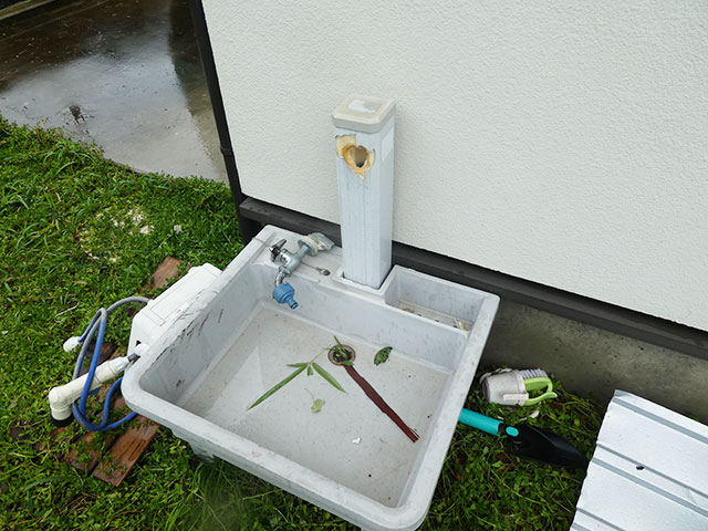 台風で外水栓の蛇口が壊れる!水漏れ24時間対応会社へ連絡