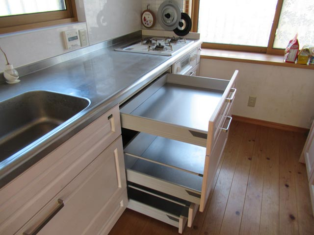 スライド収納を出した時のキッチン
