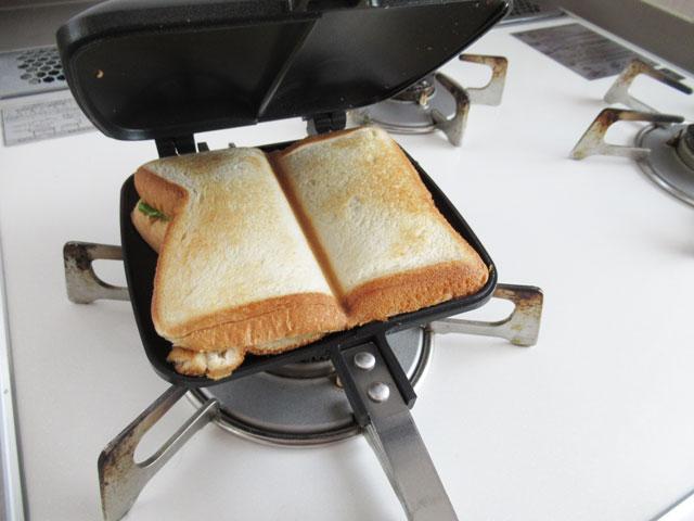 いい感じで焼け目が付いたパン